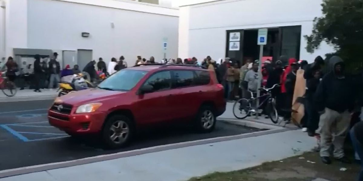 Hundreds of food gift cards given out in downtown Charleston