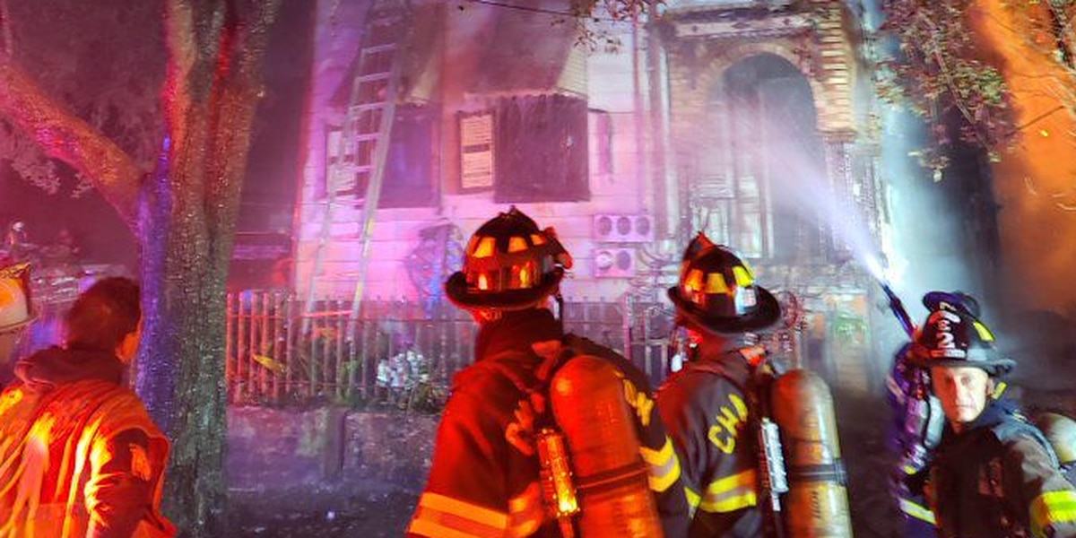 Crews put out fire at abandoned house in Downtown Charleston