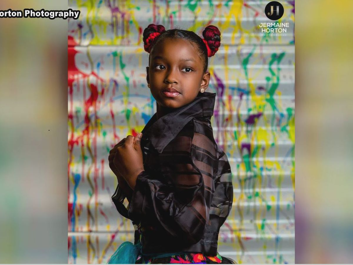 Photographers put on photo shoot for 3rd grader who was denied school picture