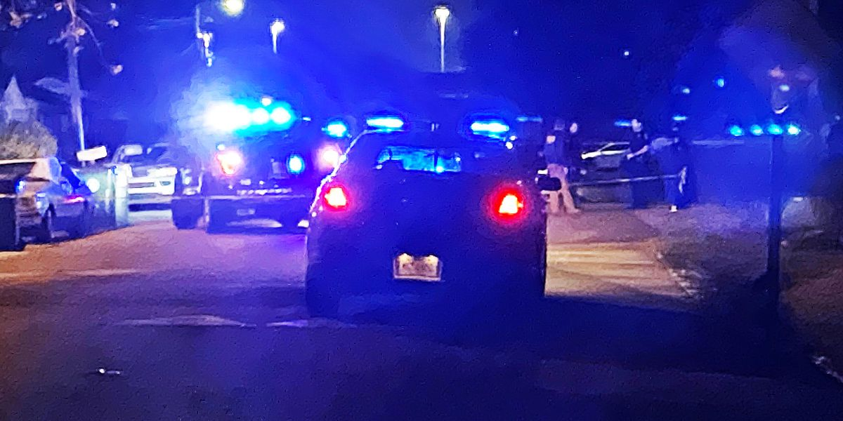 Charleston police investigating after man shot in West Ashley