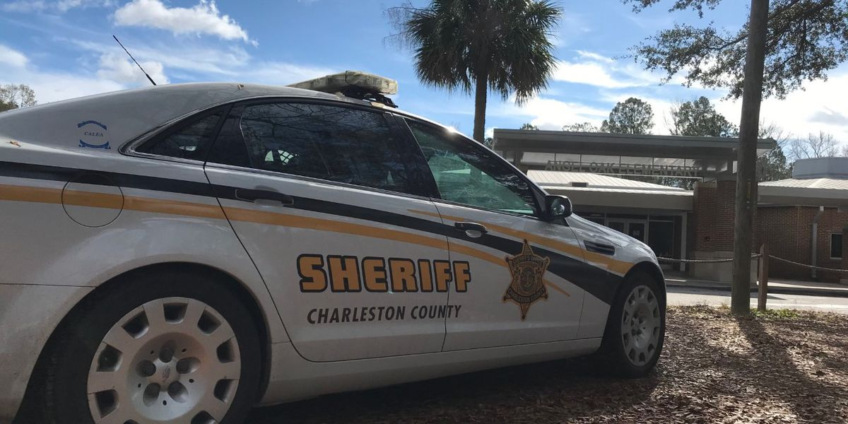 Father calls 911 on school resource officer at Charleston County elementary school