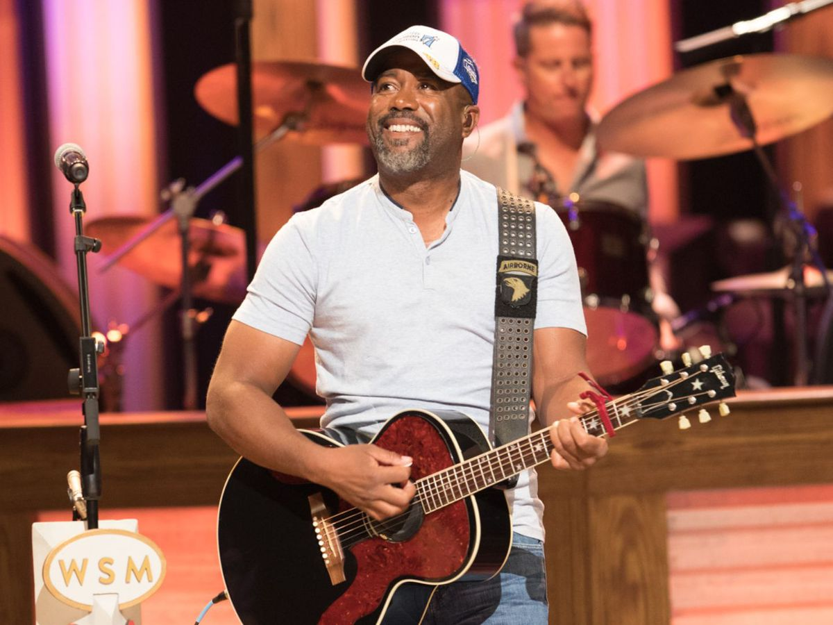 Darius Rucker's good deed surprises patrons, servers at Mt. Pleasant IHOP