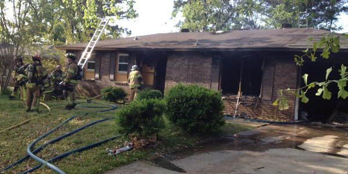 Firefighters extinguish house fire in North Charleston