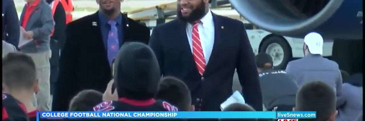 VIDEO: Clemson arrives in San Jose for National Title game