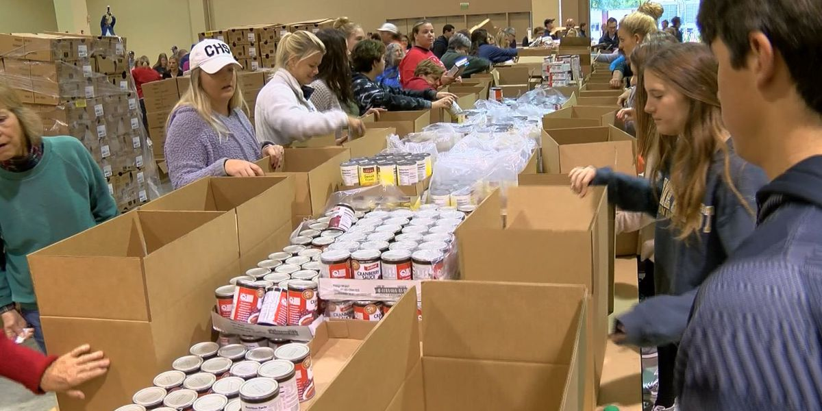 Charleston Basket Brigade packs Thanksgiving boxes for those in need