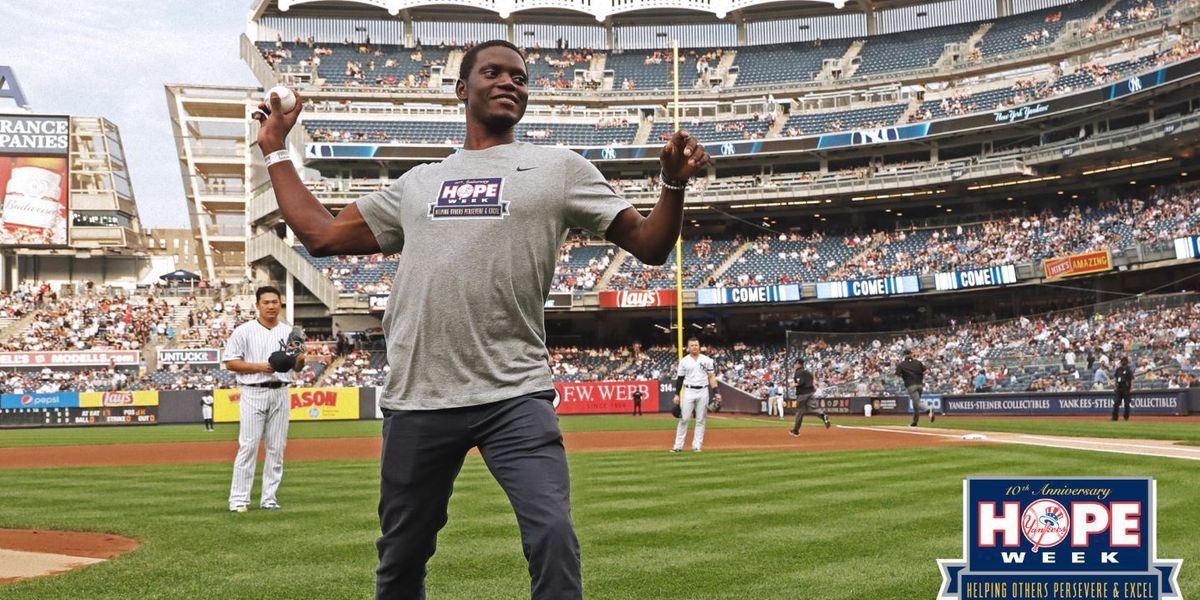 Singleton throws out 1st pitch at Yankee Stadium on Mother Emanuel AME anniversary