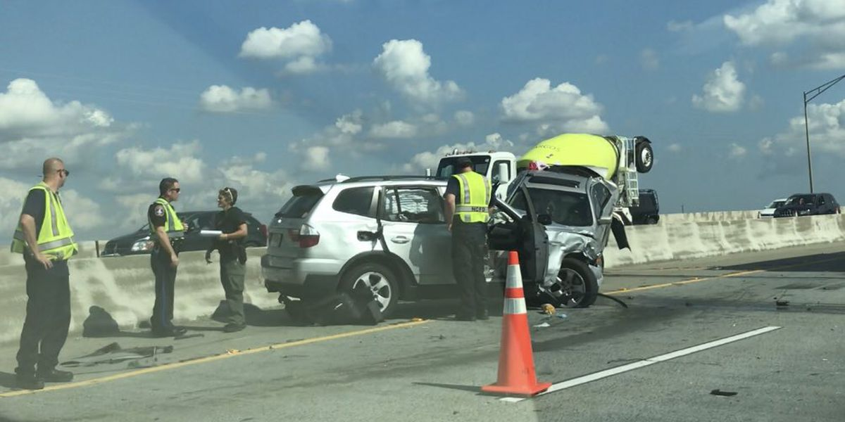 Crews clear up I-526 accident near Clements Ferry Road