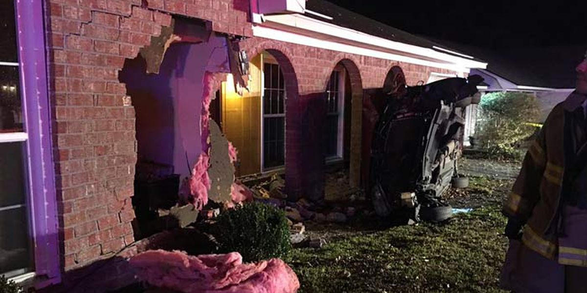 Car crashes into house in North Charleston