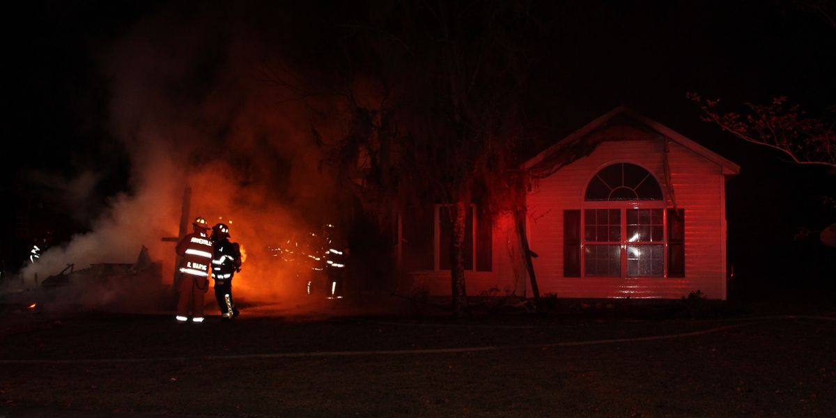Fire damages two homes in Summerville