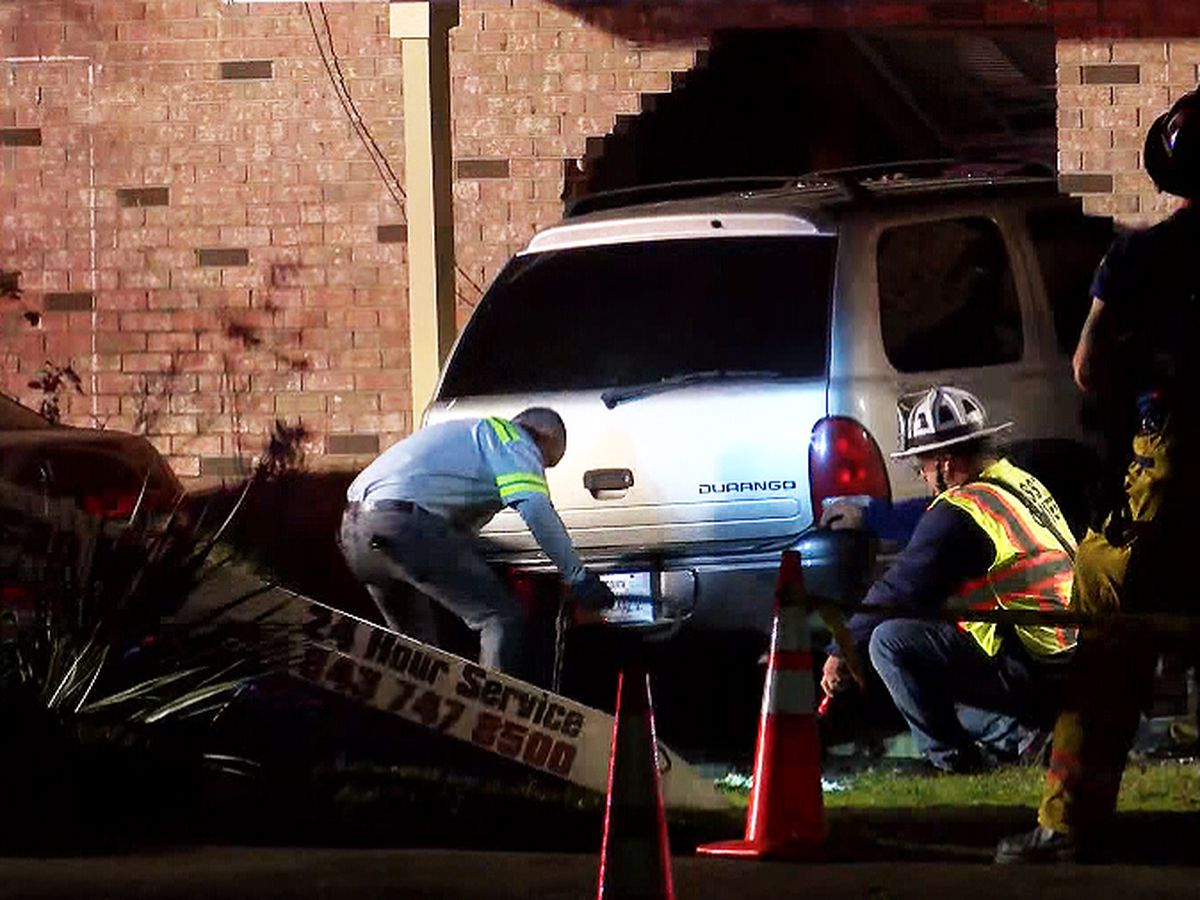 Car crashes into home in Goose Creek
