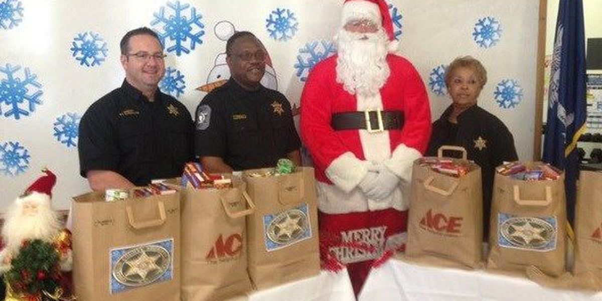 Colleton County Sheriff's Office 'Helping All Neighbors' program spreads holiday cheer