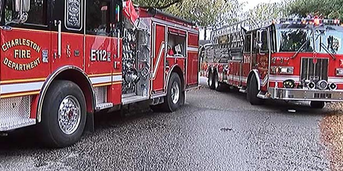Authorities investigate cause in West Ashley house fire