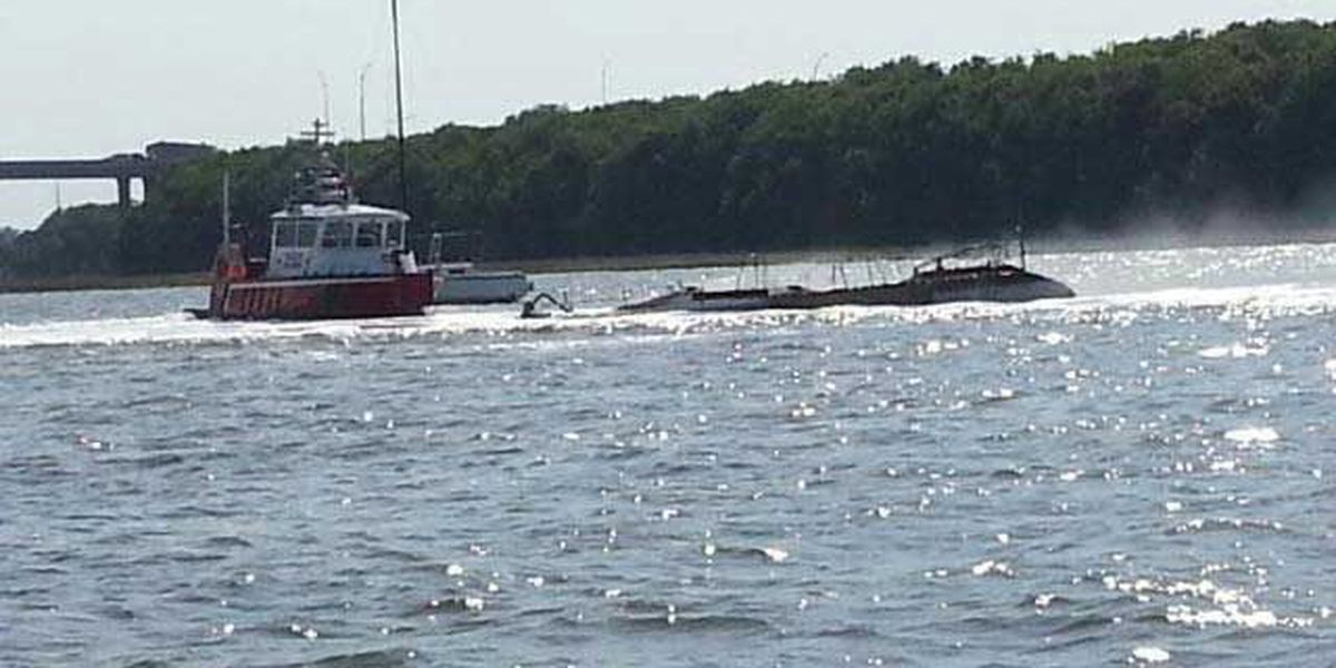 Man escapes sailboat fire on Ashley River