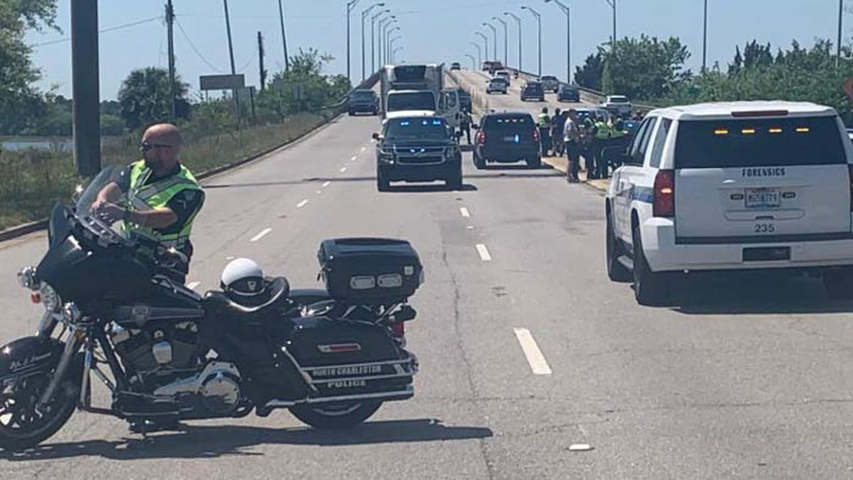 Cyclist dies after crash with truck on North Bridge