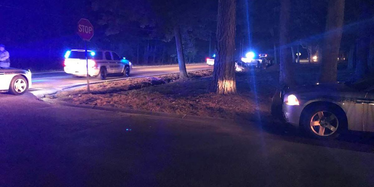 Troopers investigate two-car crash in Ladson