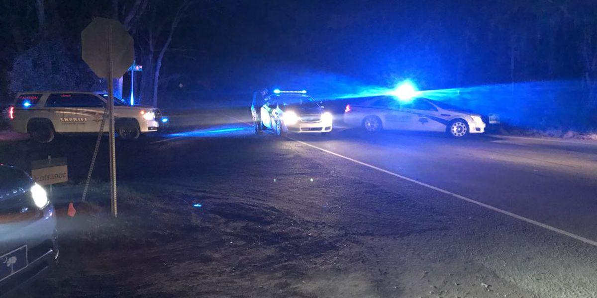 Deputies: 2 people injured in shooting on Wadmalaw Island