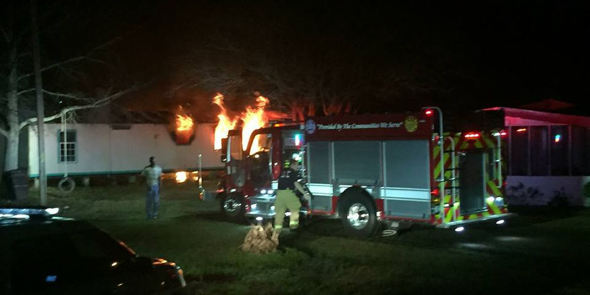 Early morning structure fire in Awendaw under investigation