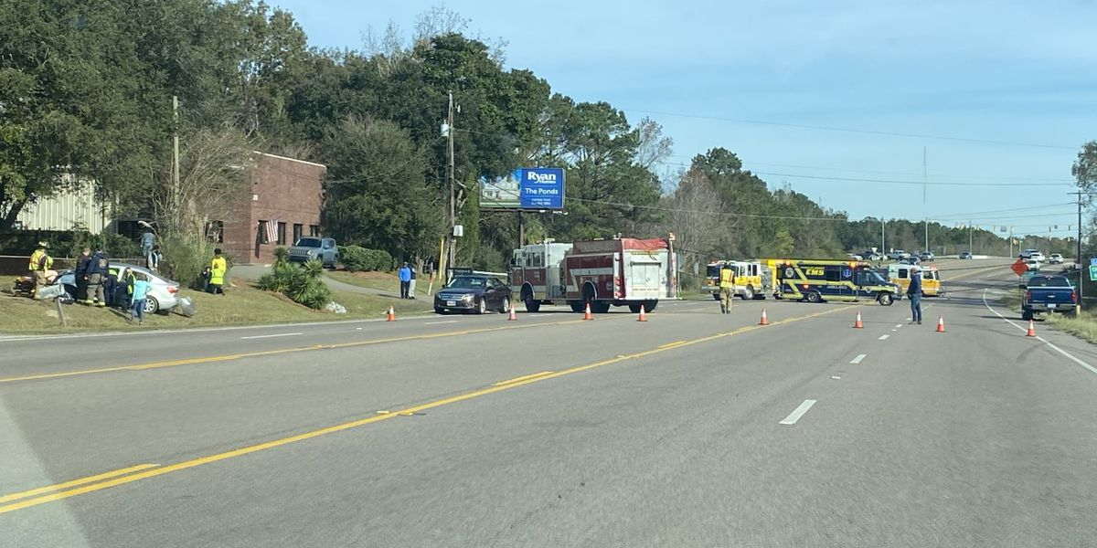 Firefighters report College Park Road closed after car crash