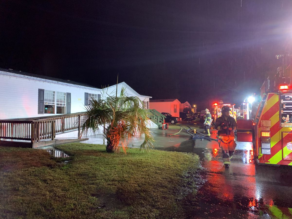 Emergency crews extinguish mobile home fire in Summerville
