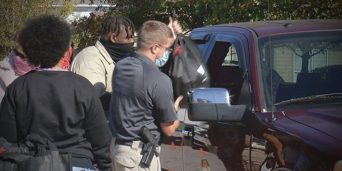 Hundreds fed at North Charleston Thanksgiving food giveaway