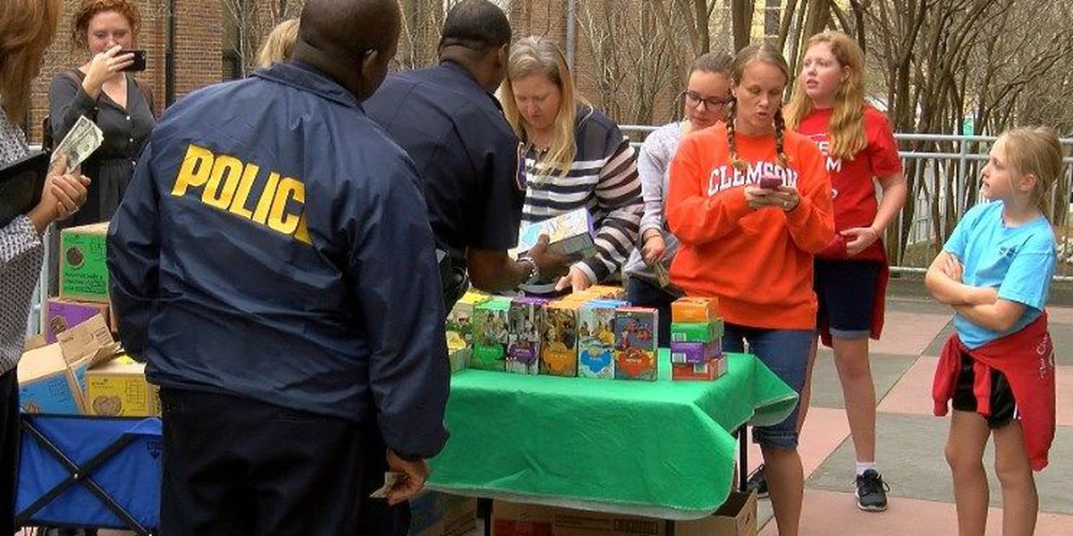 Local Girl Scout troop bounces back with sales at CPD
