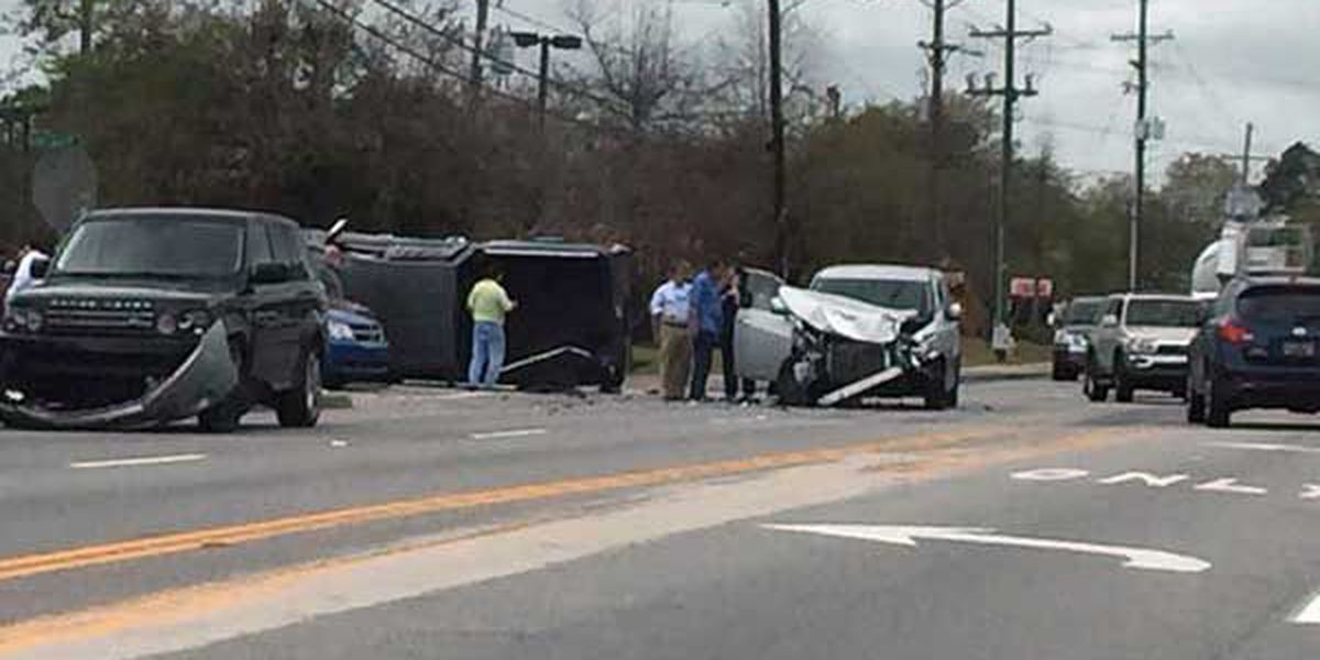 Traffic cleared on University Blvd. after multi-vehicle wreck