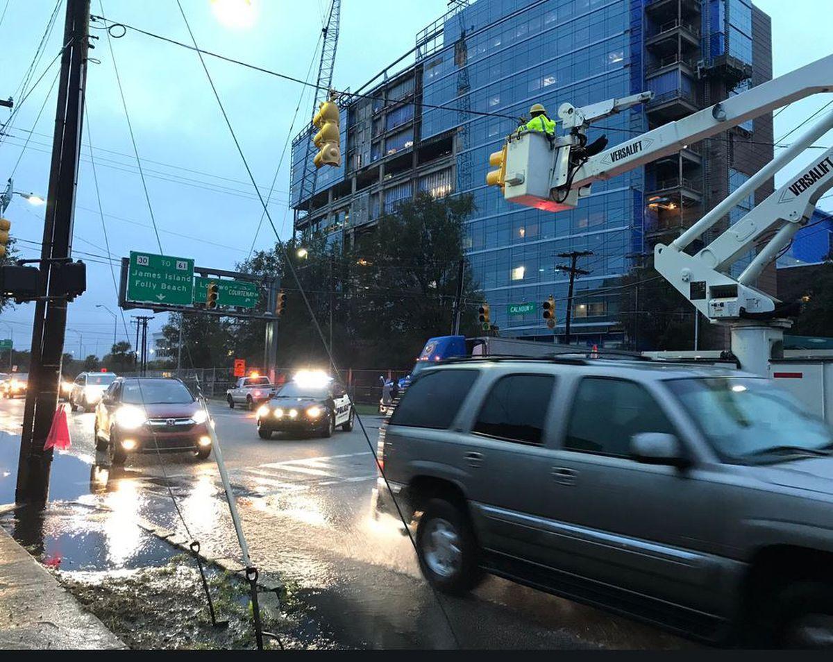 Volvo Charleston Sc >> Crews put up new traffic light in downtown Charleston