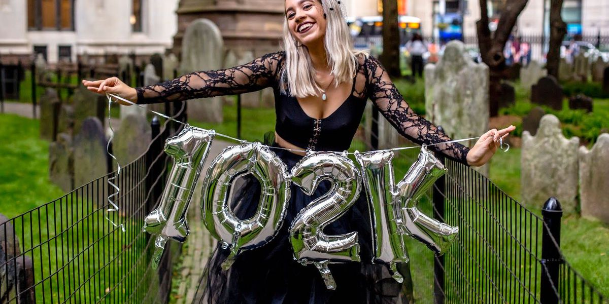 New York woman 'killed' $102K of student loans in 6 years, celebrates with cemetery photo-shoot