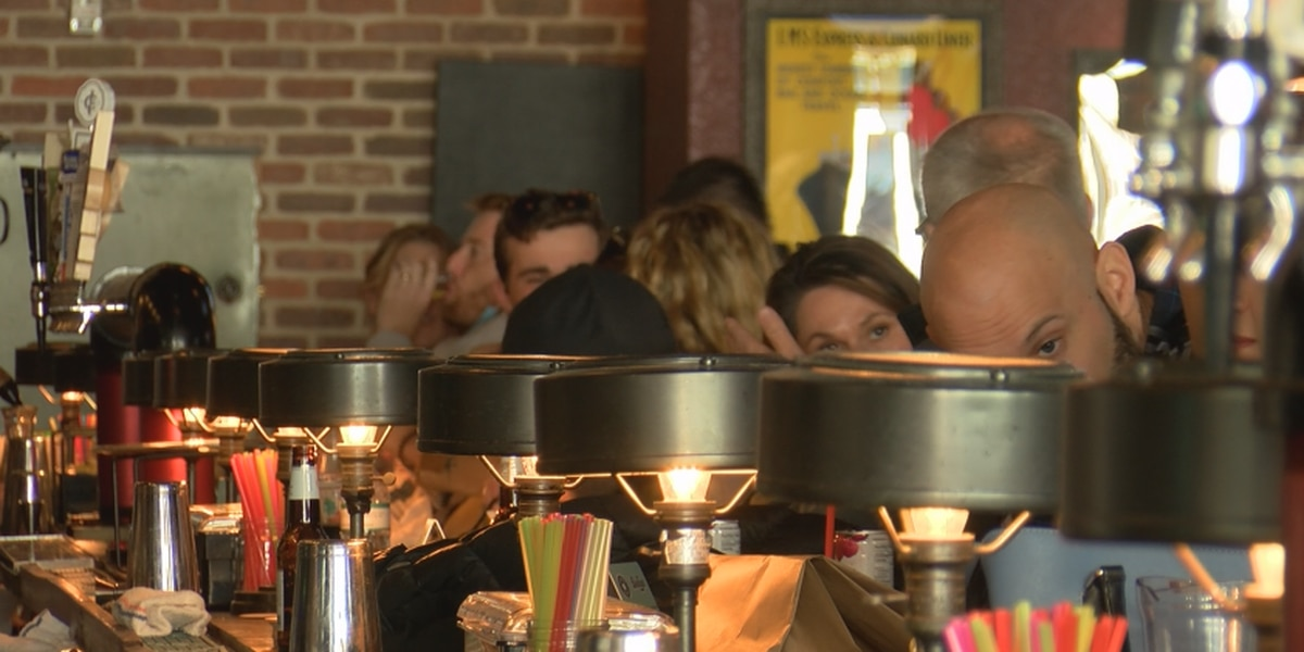 Charleston businesses see first full late-night weekend without alcohol sale ban