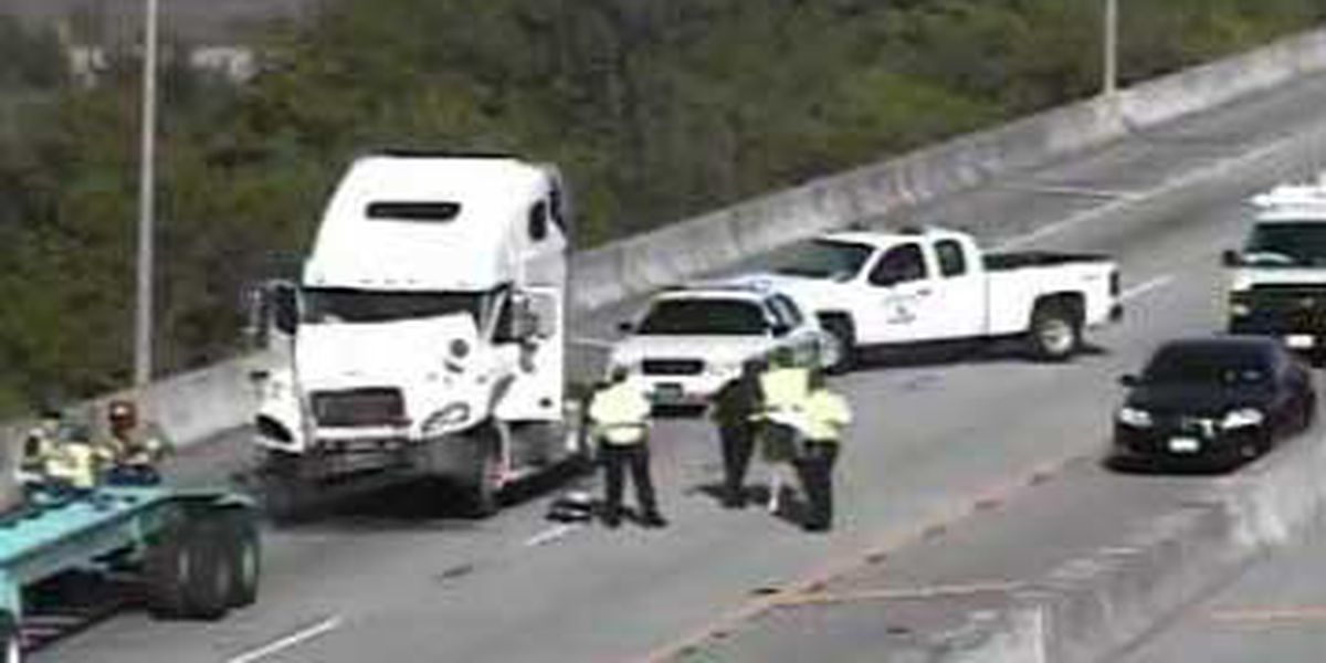 I-526 WB traffic back to normal following accident near Don Holt Bridge
