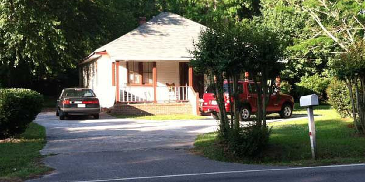 Police: 4-year-old boy accidentally shoots himself at Summerville home