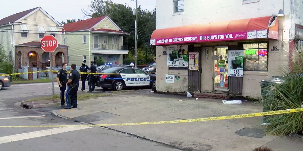 Man shot in Charleston grocery store dies from injuries
