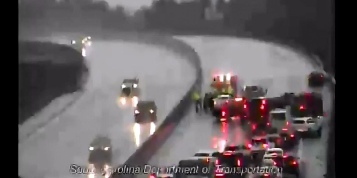 Crews clear crash on I-26 WB near Dorchester Road exit that blocked all lanes