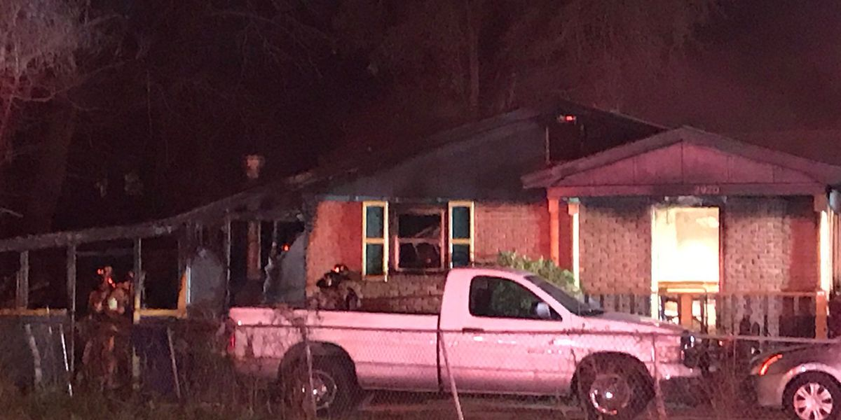 Emergency crews extinguish house fire in North Charleston