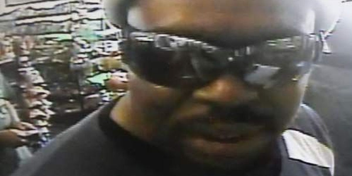 Charleston PD searching for man who used stolen credit card to go shopping