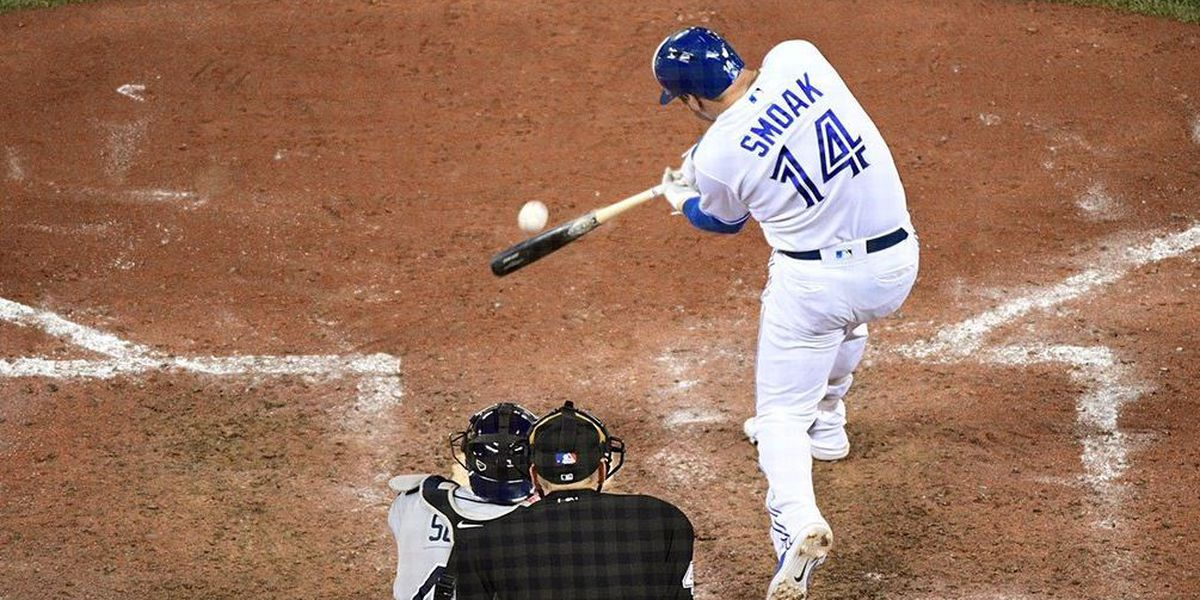 Justin Smoak signs with Yomiuri Giants in Japan