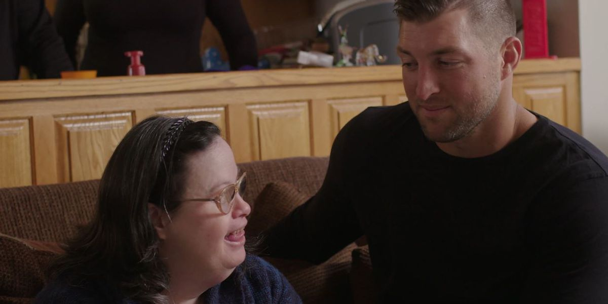 Tim Tebow comes to Myrtle Beach, helps struggling family