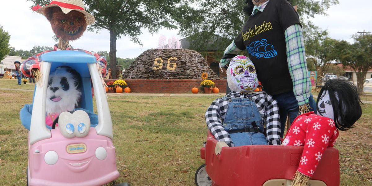 Small town in S.C. gets in the Halloween spirit; decorates entire street with scarecrows