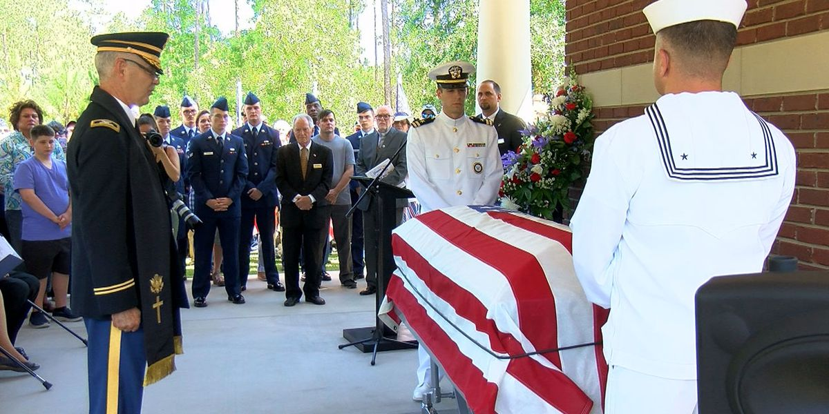 Hundreds attend service to pay respects to unclaimed veteran