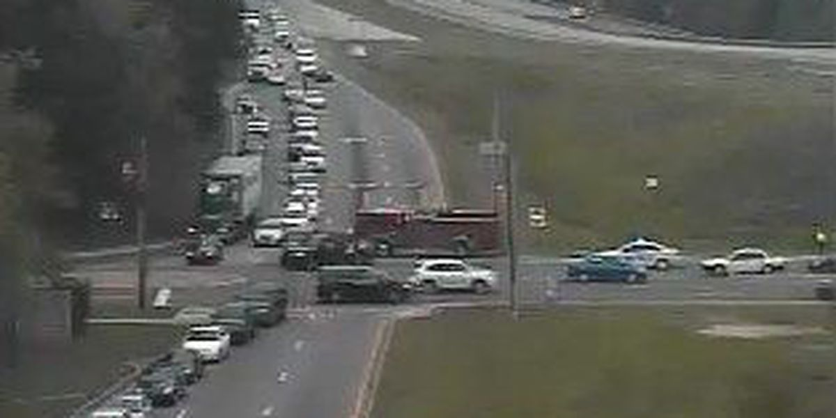 Crews clear accident scene on I-526 in West Ashley