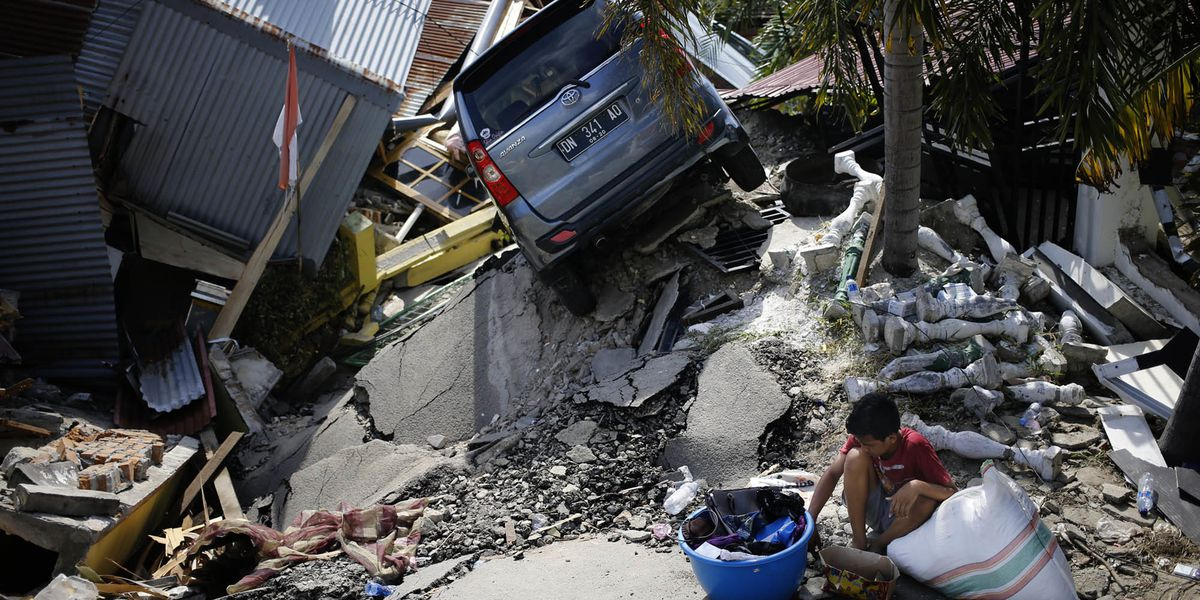 Desperation grows as death toll soars from Indonesia quake