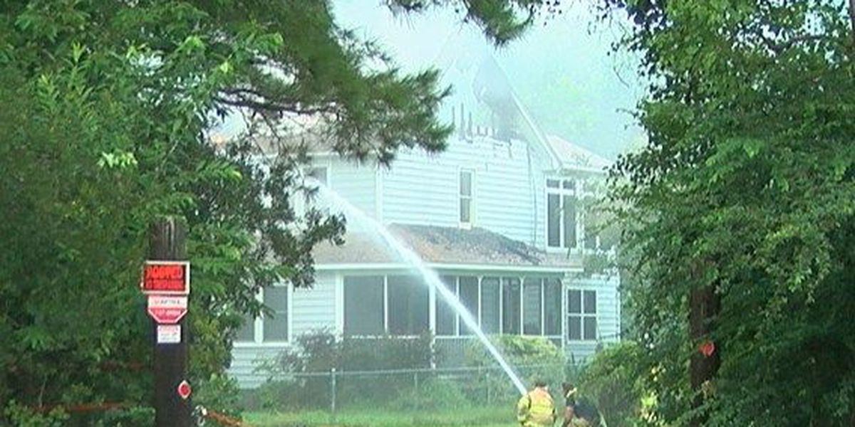 Two people, two dogs safely escape Johns Island house fire