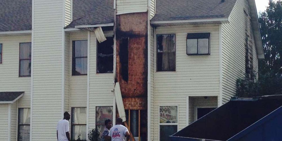 Firefighter transported to hospital after battling Goose Creek town home fire