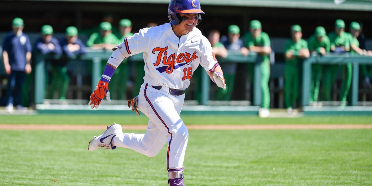 Notre Dame Outlasts Clemson 4-2 in 10 Innings