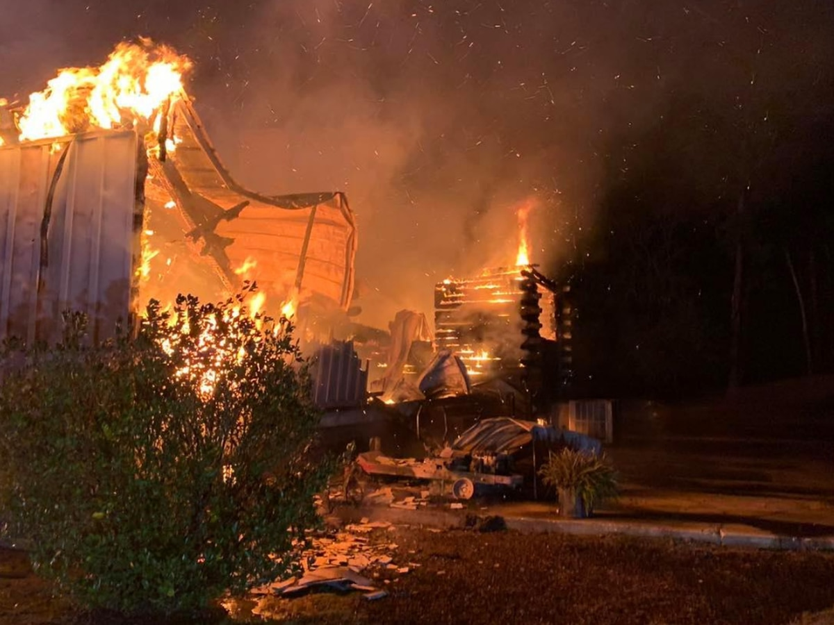 Loris house fire displaces 3 people early Thanksgiving morning