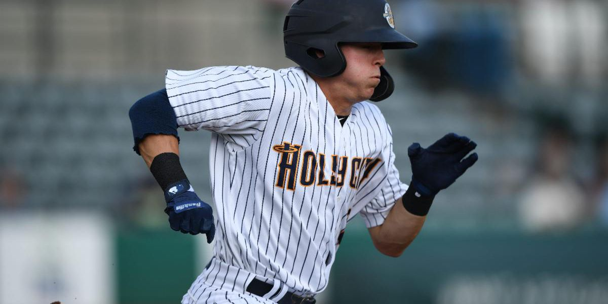 Dogs Offense Remains Cold as Charleston Falls in Finale