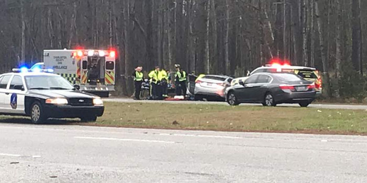 Crash blocks lane of Glenn McConnell Parkway in West Ashley