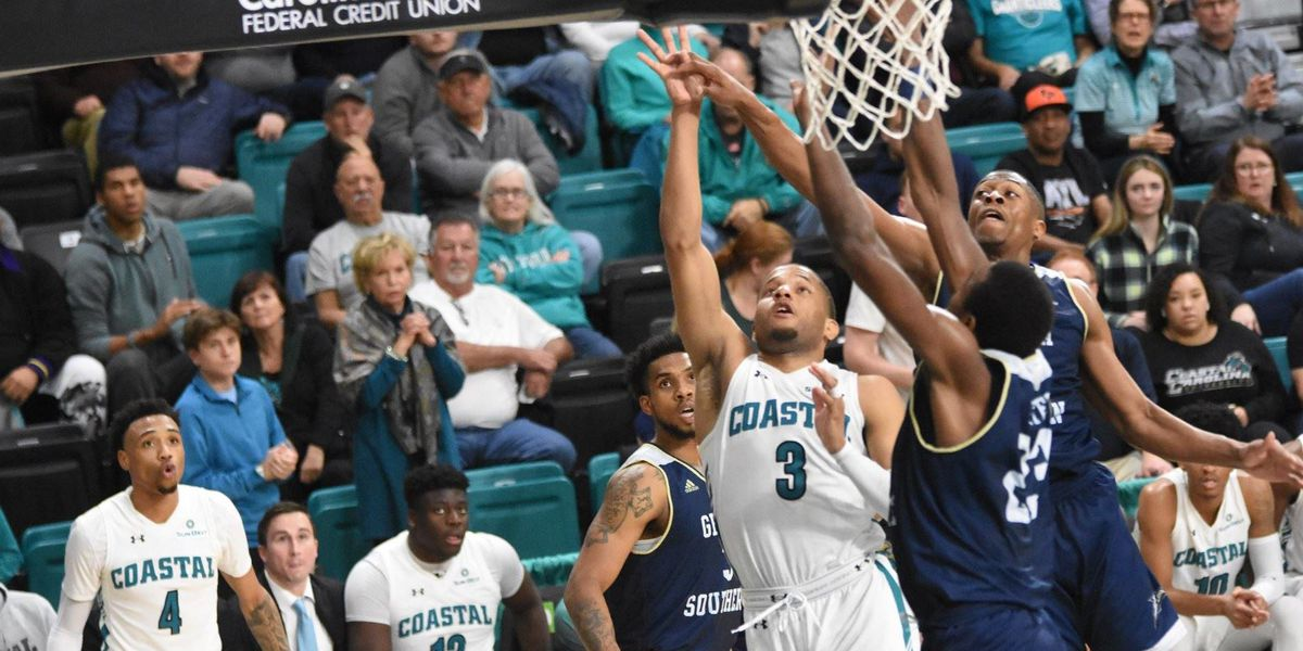 Georgia Southern Escapes CCU with a Narrow Win