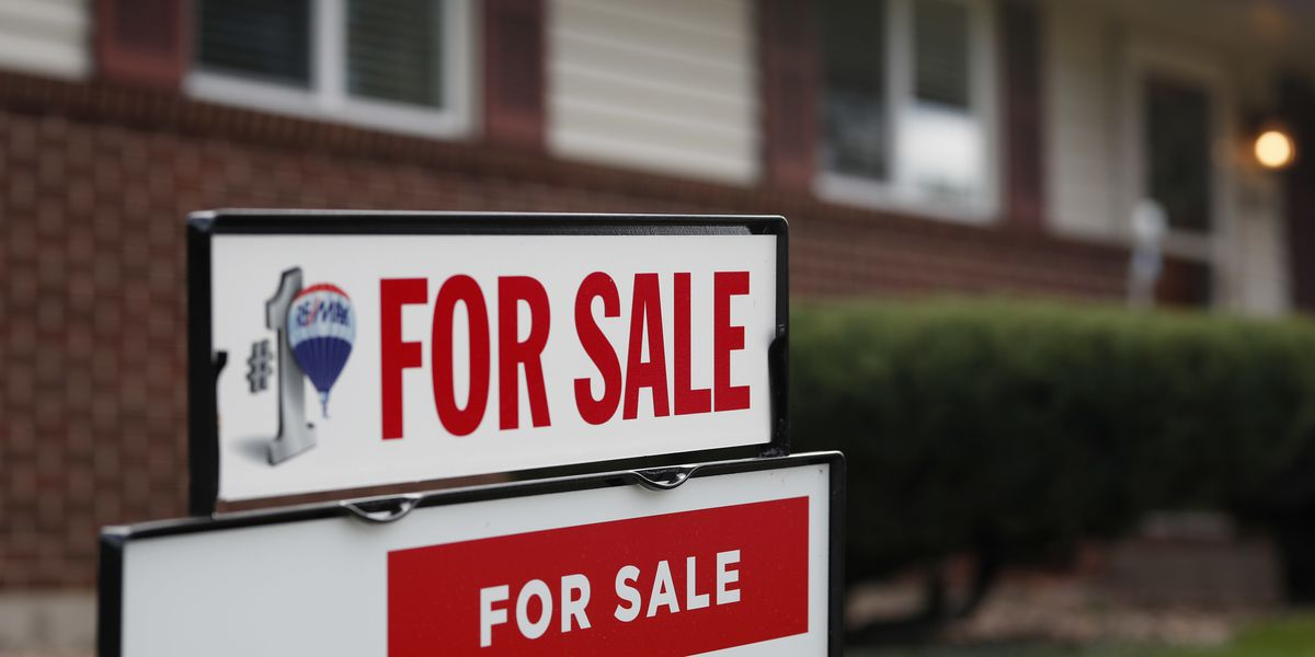 US long-term mortgage rates dropped to 4.55 pct. average