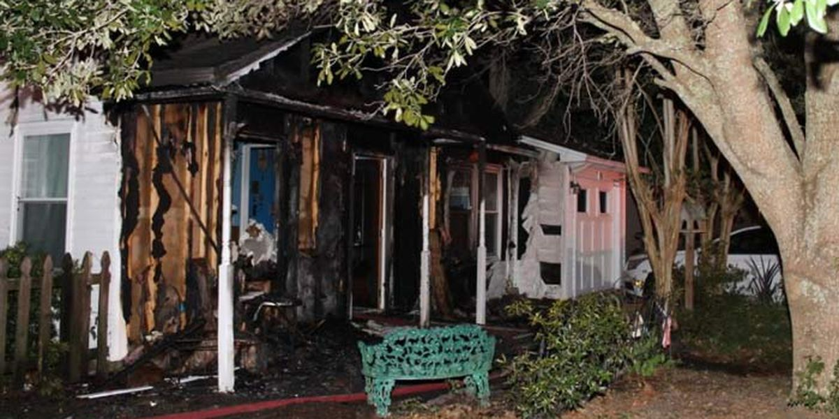 Charleston family escapes late night house fire